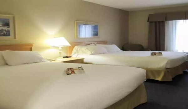 Quality Inn & Suites Sneads Ferry North Topsail Beach - 2 Queen Beds