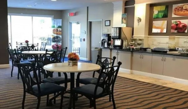 Quality Inn & Suites Sneads Ferry North Topsail Beach - Breakfast Area