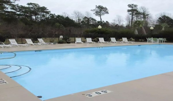 Quality Inn & Suites Sneads Ferry North Topsail Beach - Seasonal Outdoor Pool